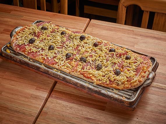Pizza especial con jamón crudo
