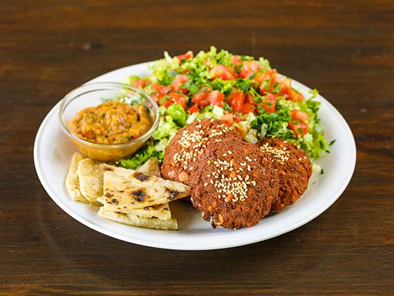3 croquetas de falafel con pan árabe + ensalada tabule libanés