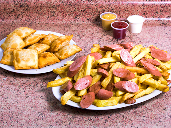 Promo 1- Salchipapa + 10 empanaditas + bebida 1.5 L