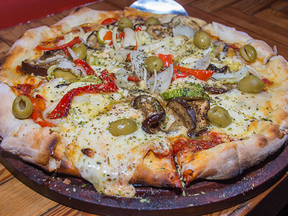 Pizza con vegetales mediana