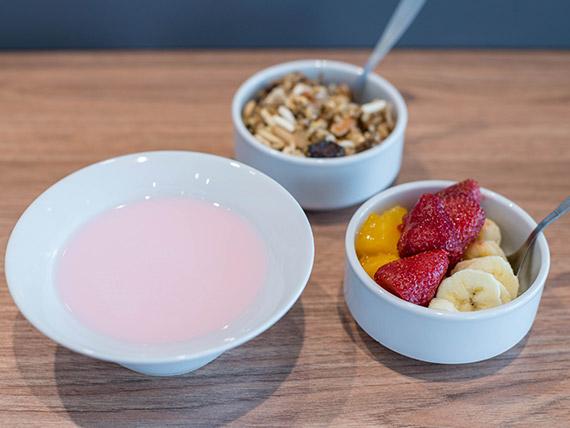 Desayuno / merienda nutritiva - Yogurt con granola y frutas de estación