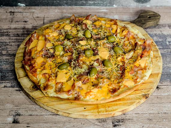 Pizza con bacon and cheddar