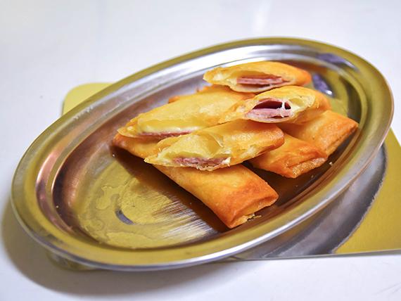 Arrollados de queso y jamón