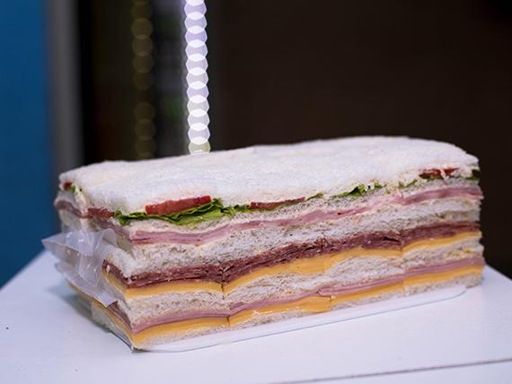Promo 1 - Sándwich mixto de salame y queso + sándwich mixto de jamón cocido y queso + sándwich triple común