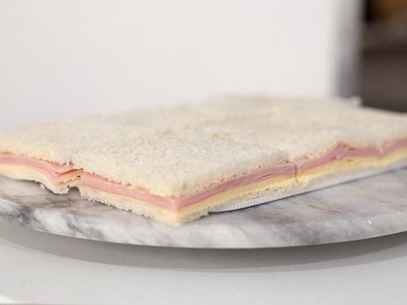 Sándwich mixto de jamón cocido y queso