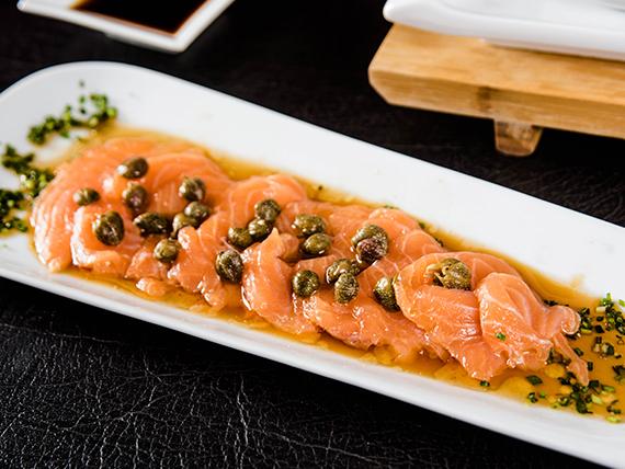 Tiraditos de salmón (8 unidades)