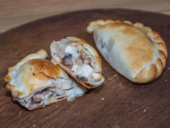 Empanada pollo con champiñones