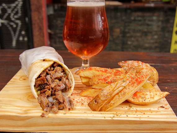 Combo Beirut - Shawarma a elección + papas rústicas + bebida o cerveza artesanal Peñón del Águila 500 ml