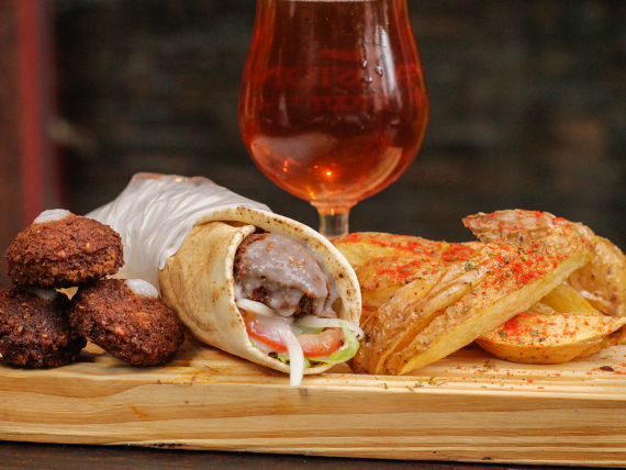 Combo Armenia - Falafel + papas rústicas + bebida o cerveza artesanal Peñón del Águila 500 ml