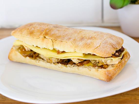 Sándwich de pollo en pan batta