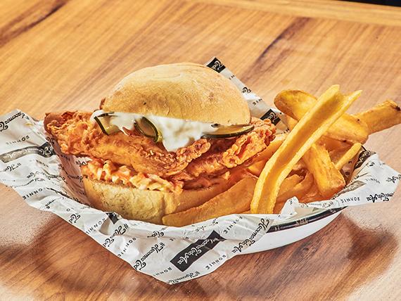 Hot Mick sándwich con guarnición