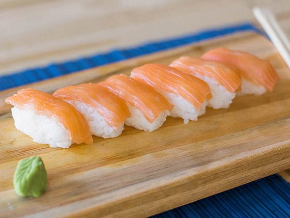 Niguiris de salmón (2 unidades)