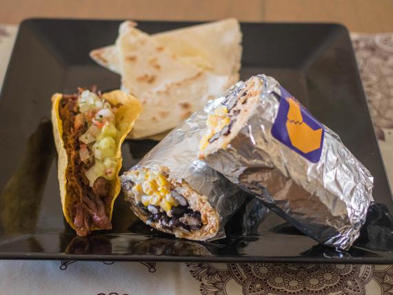 Combo 1 - Taco + quesadilla + burro