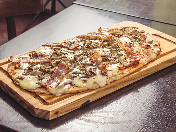 Pizza funghetto al oliva