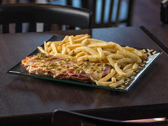 Pizzanesa de panceta con papas fritas