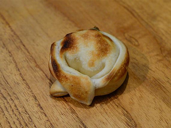 Empanada de jamón y roquefort