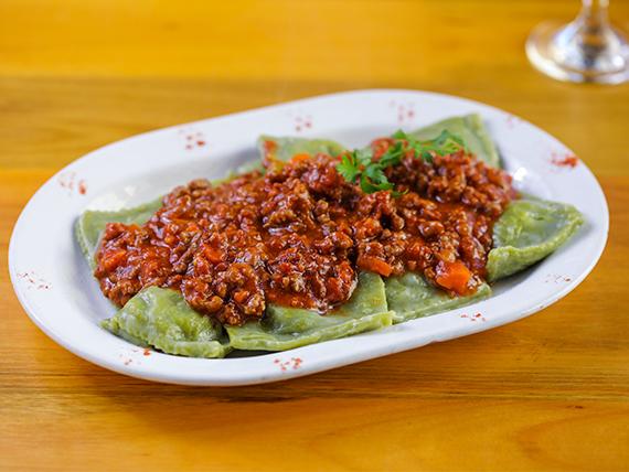 Menú diario  lunes - Raviolones con salsa a elección + bebida
