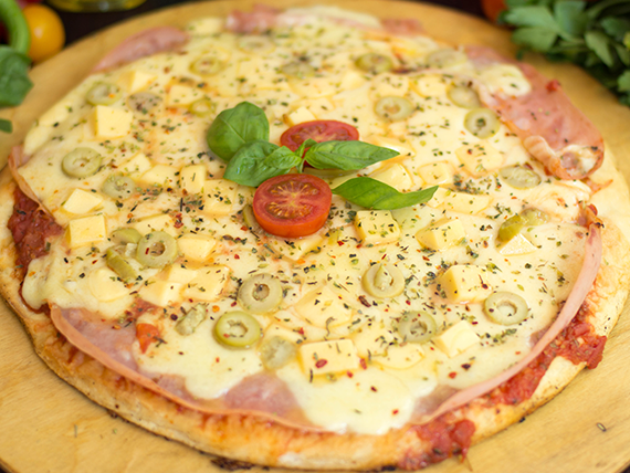 Pizza con sardo e prosciutto