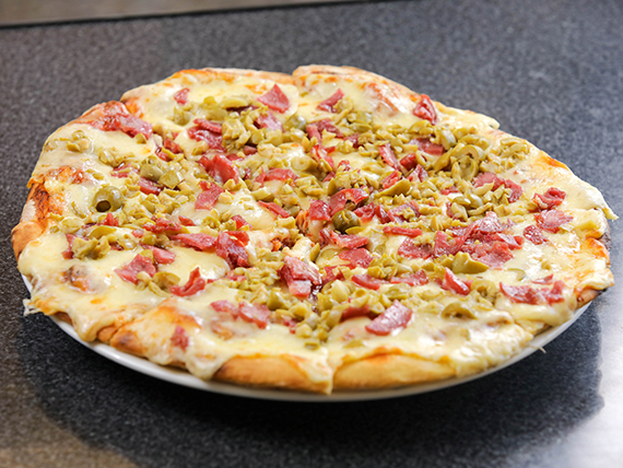 Pizzeta con muzza + 2 gustos