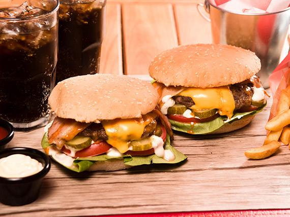 Promo 2 Personas - 2 Smoky Cheese Burguer Simples + French Fries  pequeñas + 2 bebidas en lata