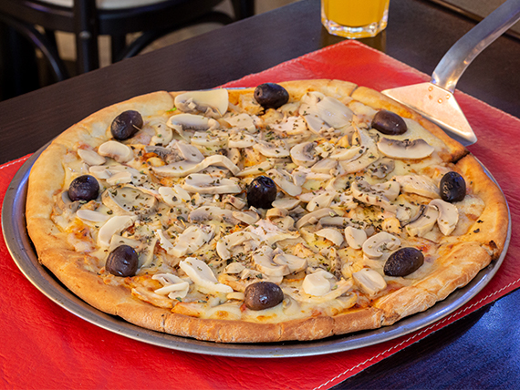 Pizza con pollo al champignon