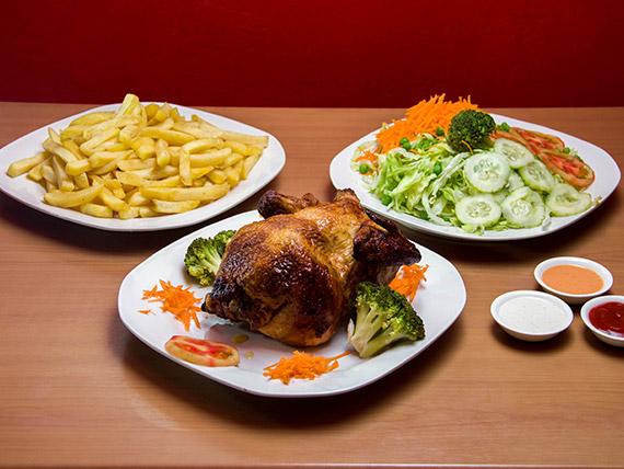 1 pollo entero + papas fritas + ensaladas