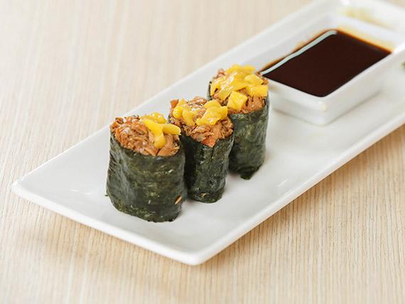Gunkan de pasta de salmón y  mango (3 piezas)