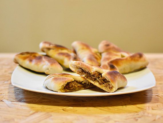 Media docena de empanadas árabes