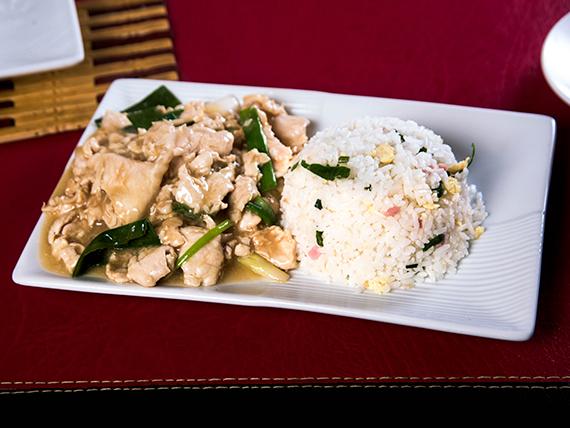 Pollo mogoliano con arroz chaufan
