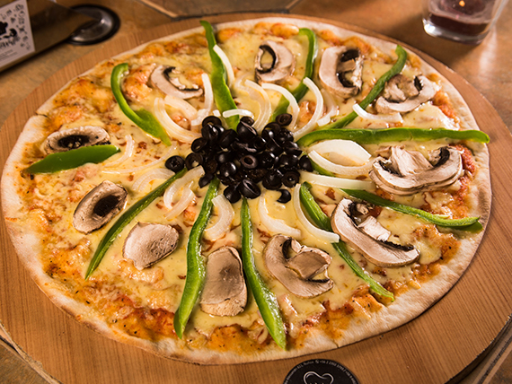Pizza vegetariana mediana