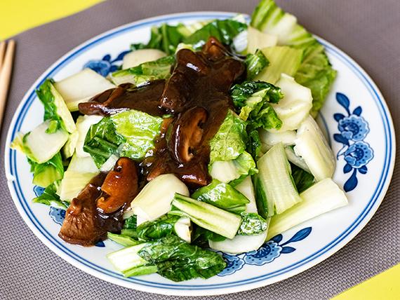 49 - Verduras salteadas con hongos chinos