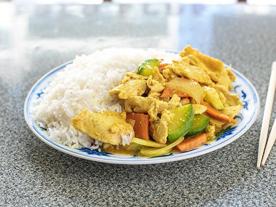 18 - Hue fan con pollo y salsa al curry