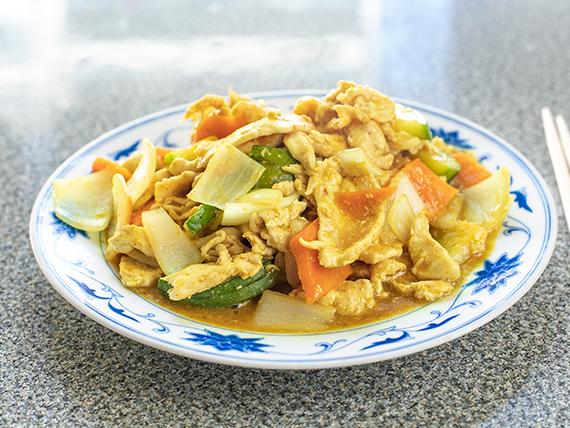 62 - Pollo saltado con salsa de curry