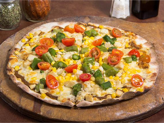 Pizza con pollo y espárragos