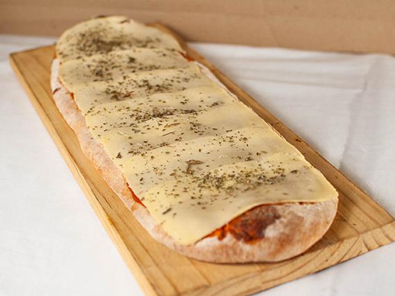 Medio metro de pizza con muzzarella y orégano