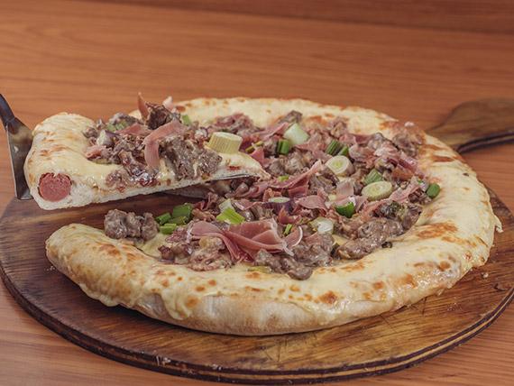 Pizza lomo al verdeo con borde relleno (8 porciones)