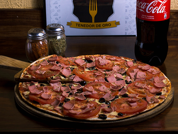 Combo - Pizza fiorentina individual + gaseosa Coca Cola 350 ml en lata