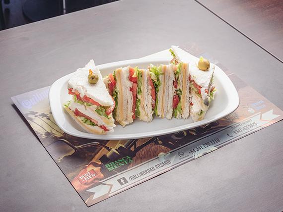 Sándwich triple clásico