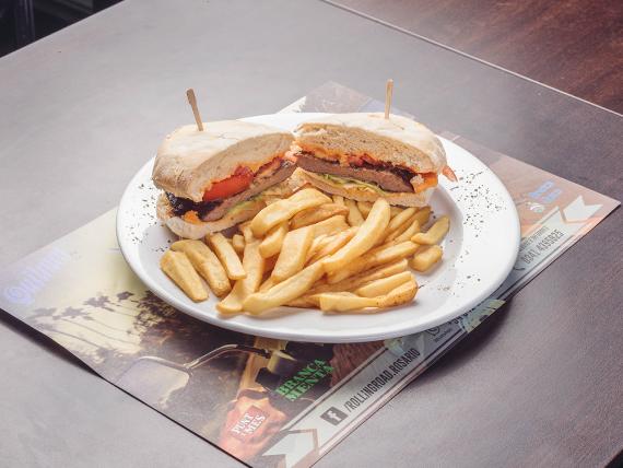 Rolling road sándwich con papas fritas