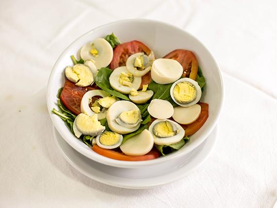 347 - Ensalada de rúcula, tomate y huevo