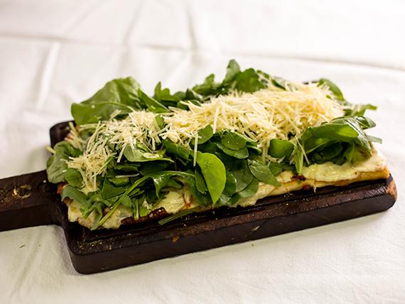 231 - Pizza con rúcula y queso parmesano