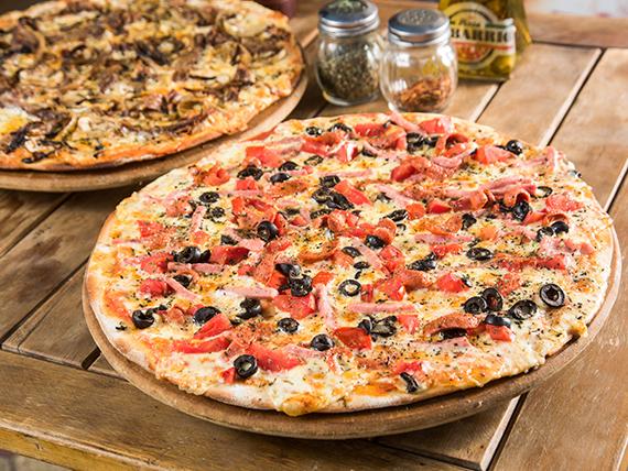 Promo - 2 pizzas familiares con 4 ingredientes + bebida 1.5 L