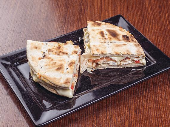 Sándwich de pollo en pan pita