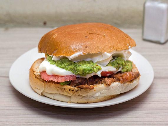 Sándwich de carne mechada a la italiana