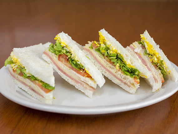 Sándwiches de miga triples (8 unidades)