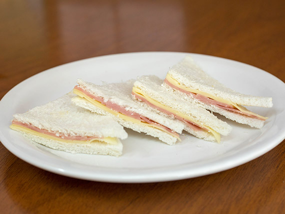 Sándwiches de miga mixtos (8 unidades)