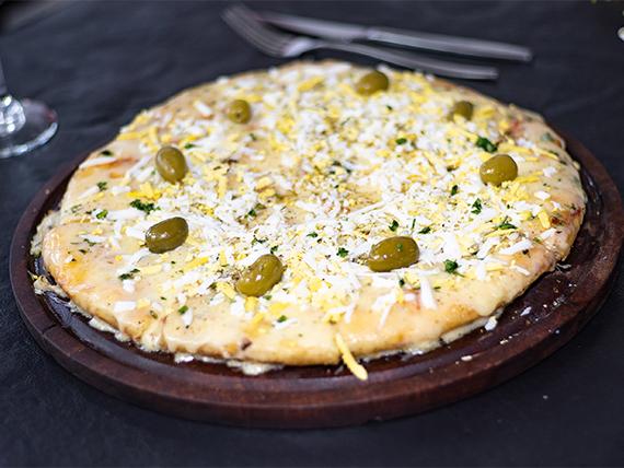Pizza muzzarella y huevo