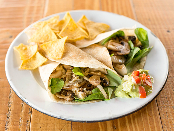 Quesadillas Vegetarianas + Nachos + dip de guacamole
