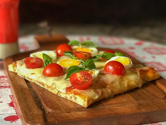 Pizza con muzzarella con gustos (porción)