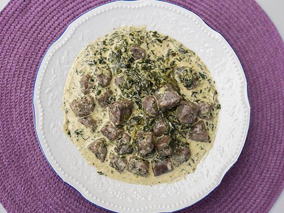 Gnocchis di funghi con crema e spinaci